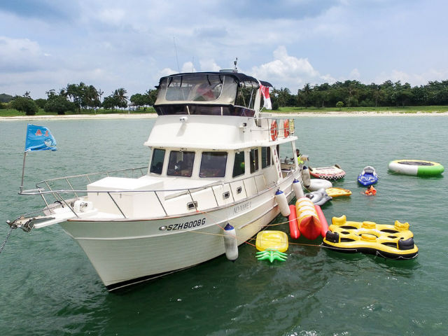 Argon Yacht Singapore | Singapore Yacht Charter