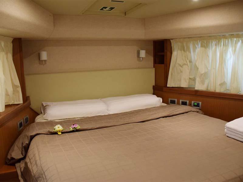 Rulin Yacht Master Cabin   Singapore Yacht Charter