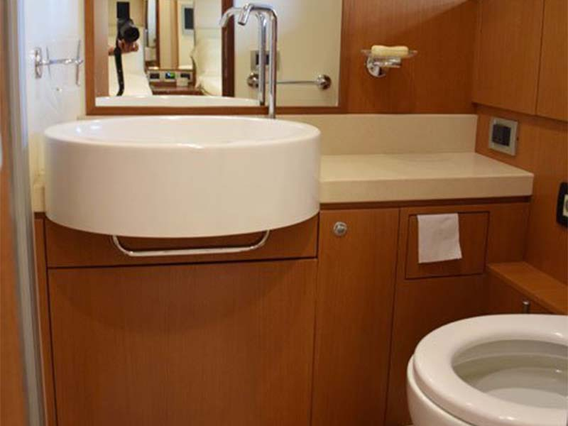 Rulin Yacht Toilet   Singapore Yacht Charter