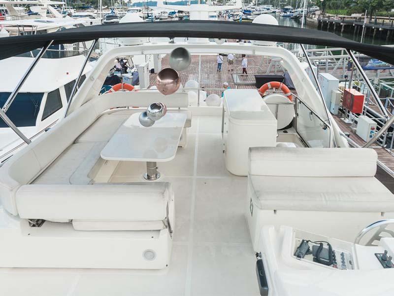 Rulin Yacht Flybridge   Singapore Yacht Charter
