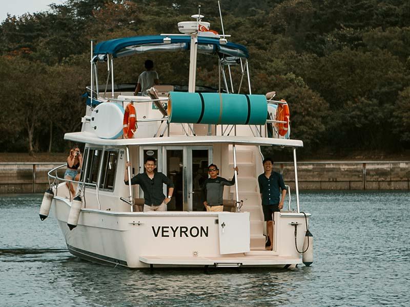 Veyron Yacht Stern | Luxury Trawler | Singapore Yacht Charter