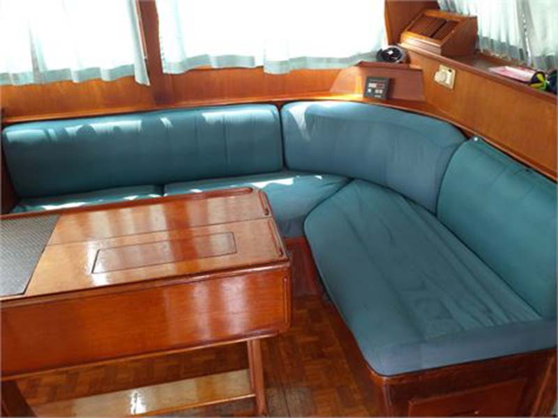 Lady Olivia Yacht Saloon Lounge | Grand Banks Classic | Singapore Yacht Charter