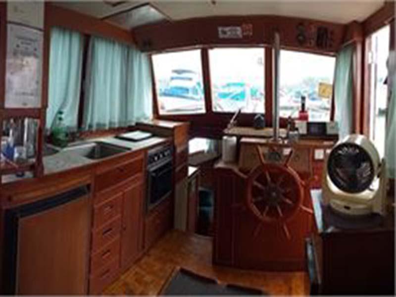 Lady Olivia Yacht Saloon | Grand Banks Classic | Singapore Yacht Charter